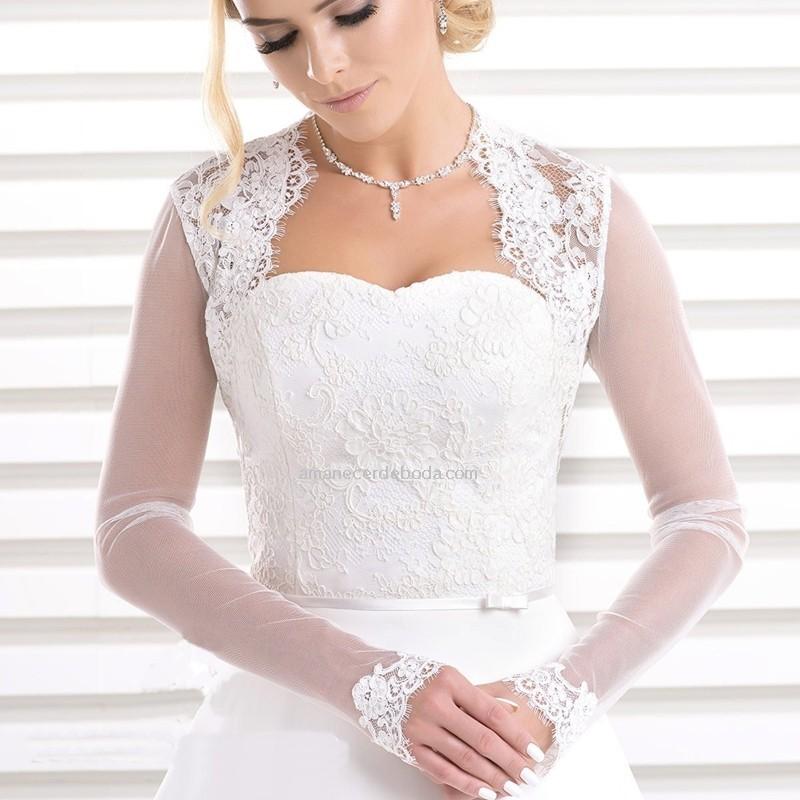 boleros de novia de tul y encaje en color blanco roto. torerasnovia