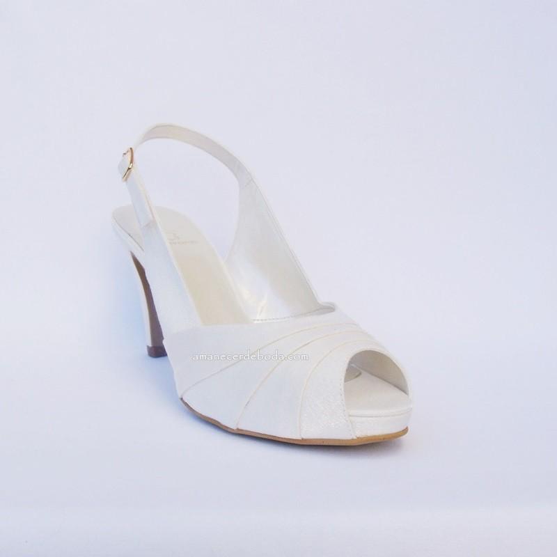 sandalias de novia con poco tacón y plataforma delantera escondida