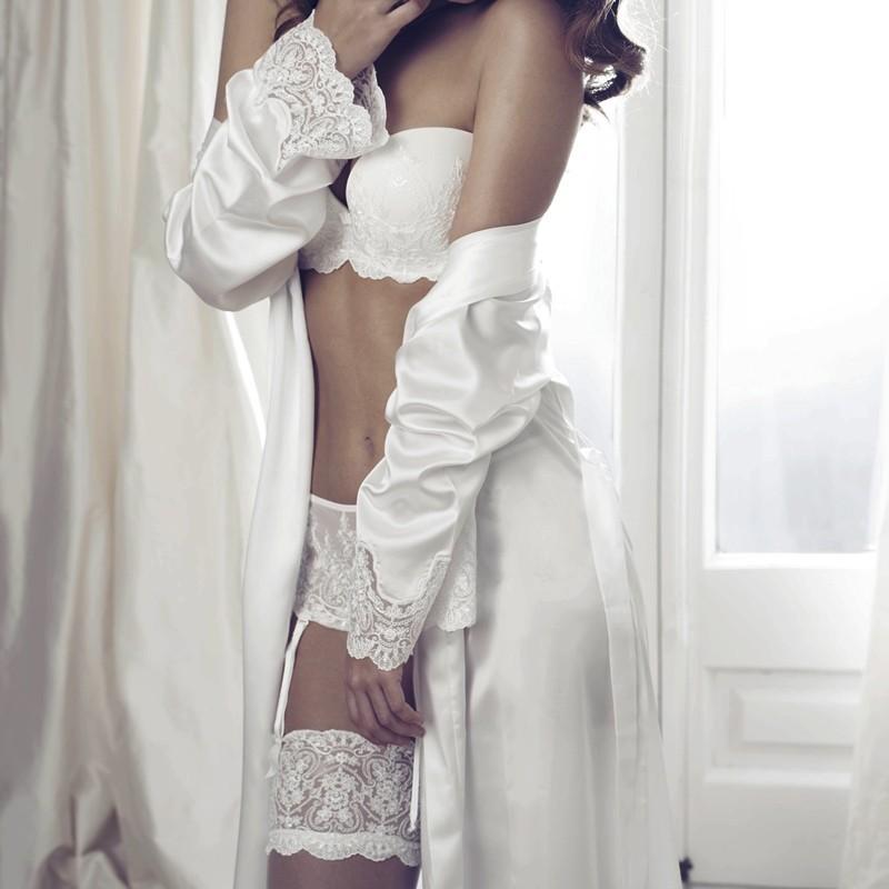 Bata novia satén y encaje